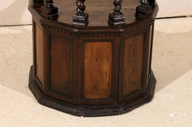 18th Century Italian Wooden Carved Round about Chair For Sale 5
