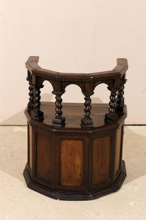 18th Century Italian Wooden Carved Round about Chair For Sale 1