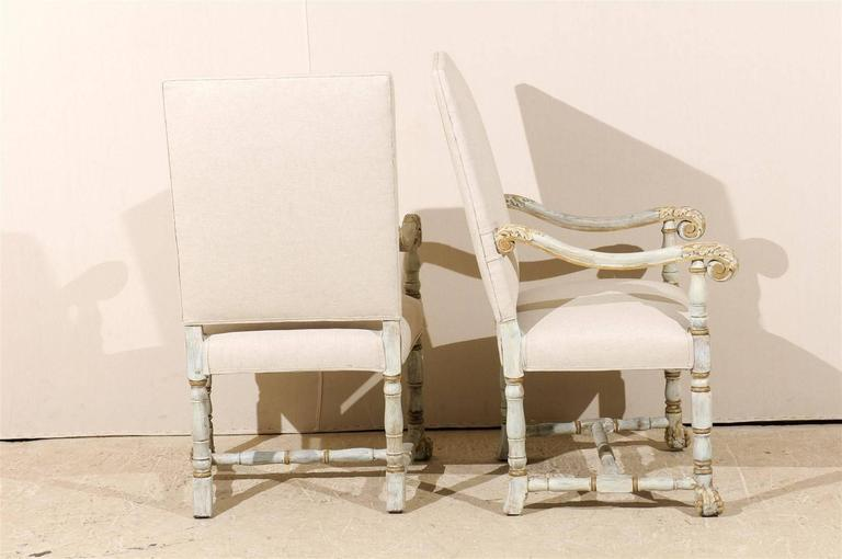 Upholstery A Pair of French Louis XIV Style Armchairs / Fauteuils, Light Grey Painted Wood For Sale