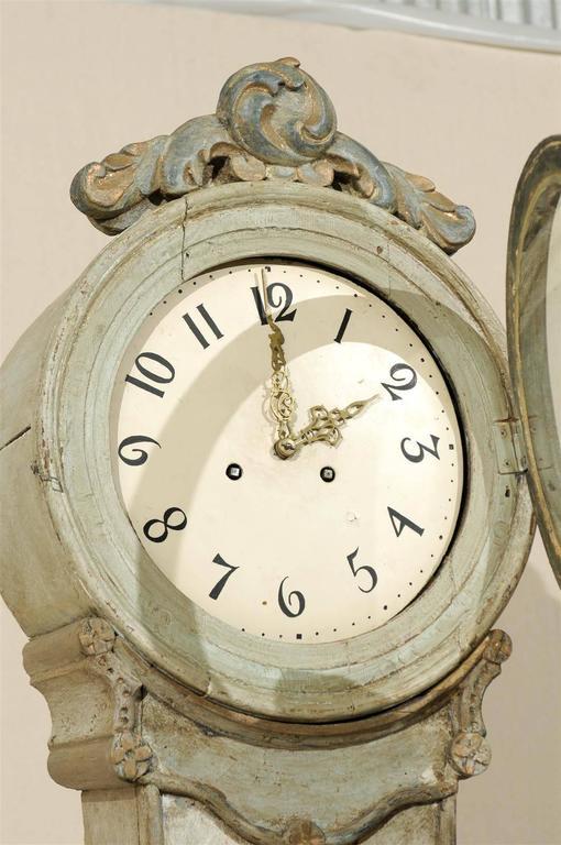 A 19th Century Swedish Fryksdahl Longcase Floor Clock with Leaf Motif Crest In Good Condition For Sale In Atlanta, GA