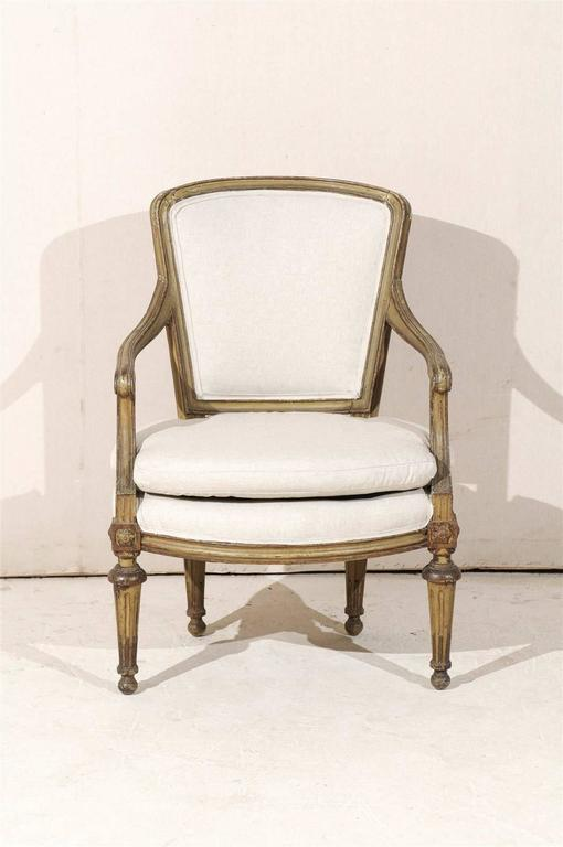 Single French Louis XVI Style Painted Wood Fauteuil with Rosettes on the Knees For Sale 2
