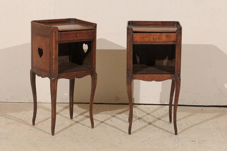 Pair of French Stained Wood Side Tables or Nightstands in Warm Cabernet Mahogany In Good Condition For Sale In Atlanta, GA