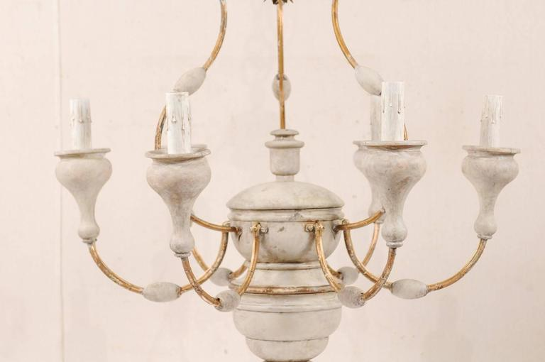 Italian Light Colored Painted Wood and Metal Chandelier with Gold Accents For Sale 4