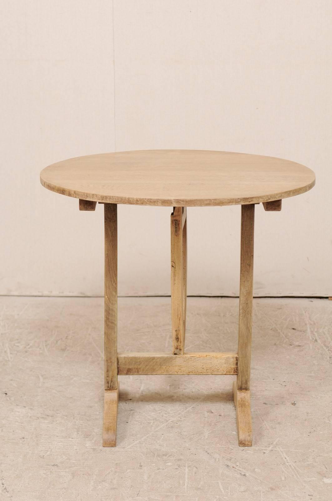 Charmant French 20th Century Round Wine Tasting Table With Pale Bleached Wood Finish  For Sale 5