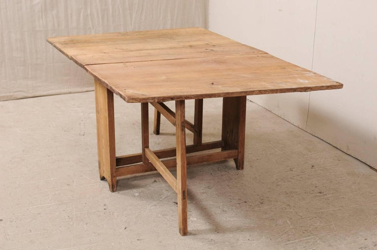 Swedish Early 19th Century Drop Leaf Gate Leg Table With