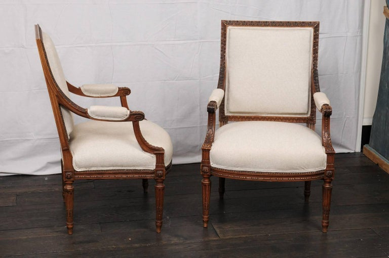 Pair of Mid-20th Century French Louis XVI Style Armchairs of Carved Wood For Sale 1