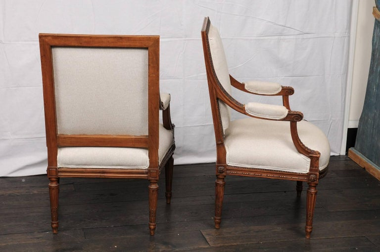 Pair of Mid-20th Century French Louis XVI Style Armchairs of Carved Wood For Sale 3