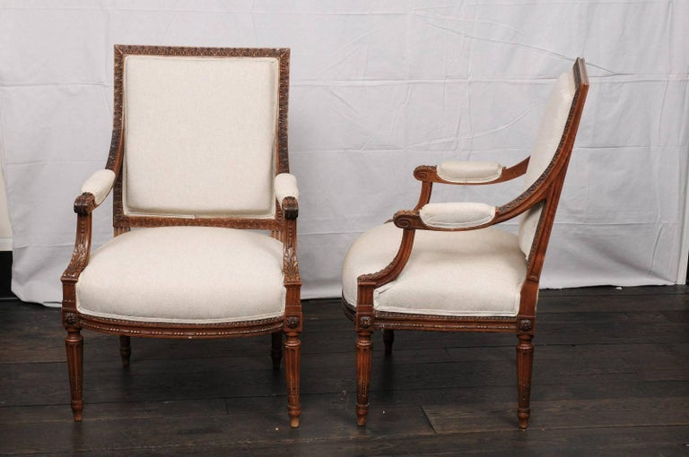 Pair of Mid-20th Century French Louis XVI Style Armchairs of Carved Wood For Sale 4