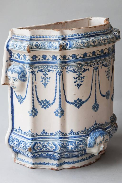 18th faience 39 century corps de fontaine 39 39 water fountain 39 samadet france for sale at 1stdibs. Black Bedroom Furniture Sets. Home Design Ideas