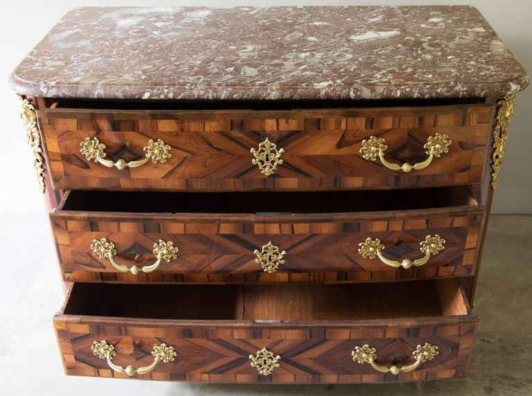 Régence Unusual Early 18th Century Lignum Vitae or Gaïac Bow Fronted Commode For Sale
