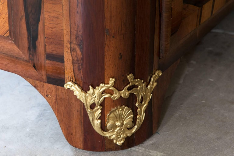 Unusual Early 18th Century Lignum Vitae or Gaïac Bow Fronted Commode 7