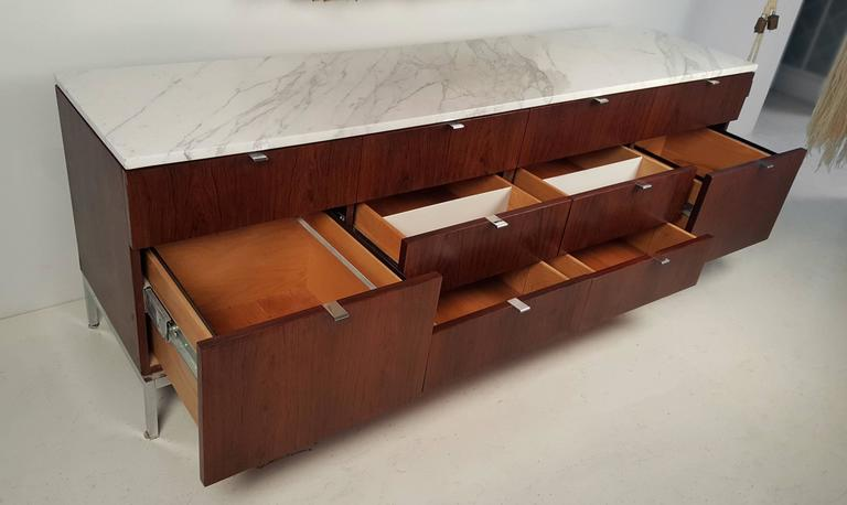 Florence Knoll Rosewood Credenza with Carrara Marble Top In Excellent Condition For Sale In Dallas, TX