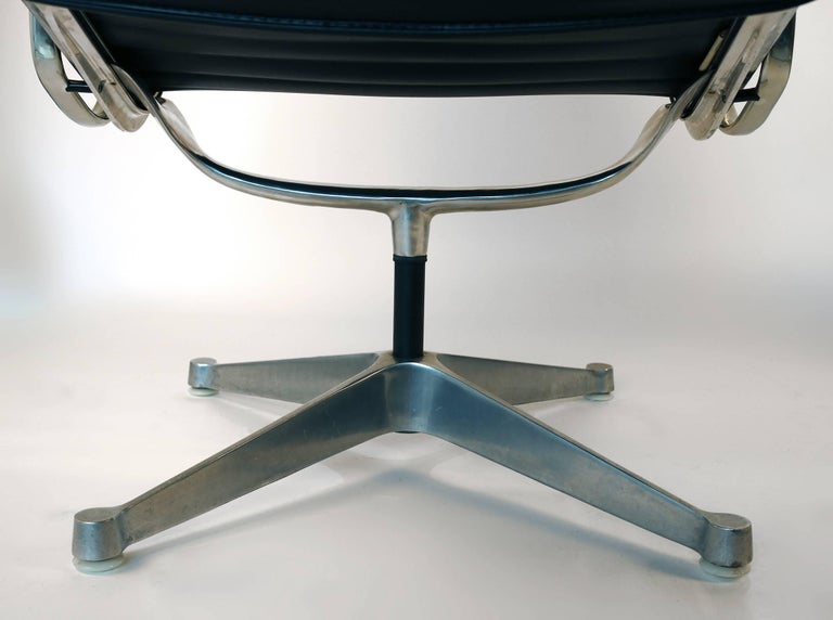 Charles Eames for Herman Miller Aluminium Group Swivel Lounge Chairs For Sale 3