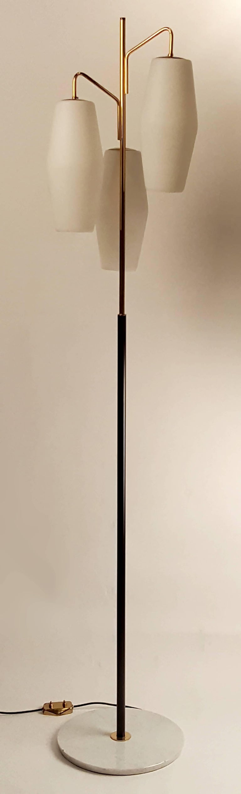 Mid-Century Modern Italian Modernist Stilnovo Floor Lamp with Frosted Glass Shades and Marble Base For Sale