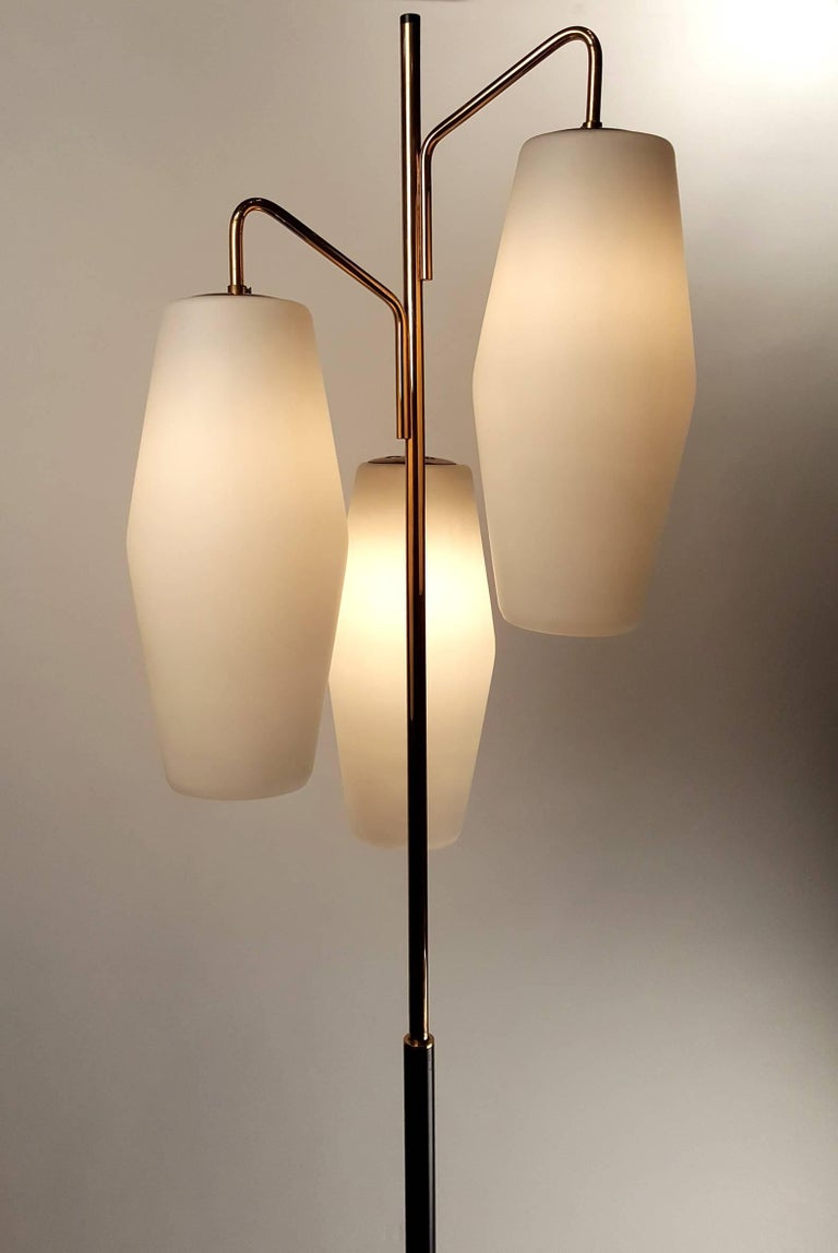 Italian Modernist Stilnovo Floor Lamp with Frosted Glass Shades and Marble Base For Sale 1