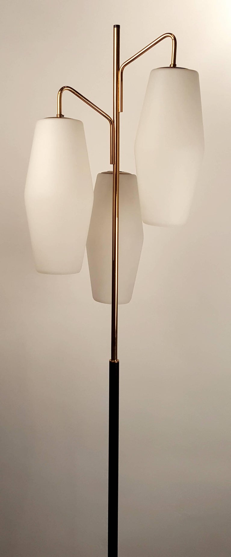 Italian Modernist Stilnovo Floor Lamp with Frosted Glass Shades and Marble Base In Good Condition For Sale In Dallas, TX