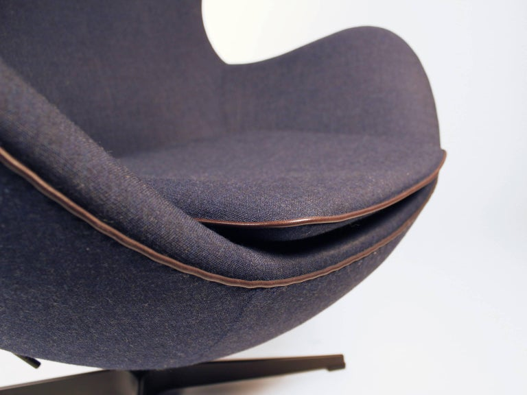 'Fritz Hansen's Choice' Limited Edition Arne Jacobsen Egg Chair with Bronze Base In Good Condition For Sale In Dallas, TX