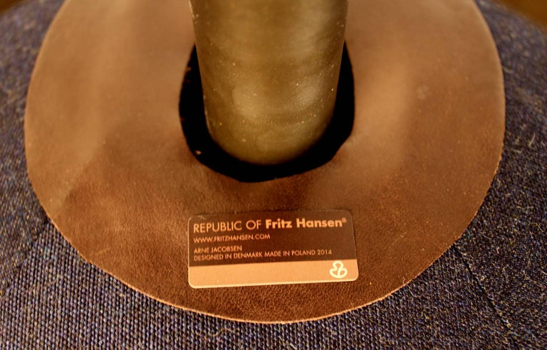 'Fritz Hansen's Choice' Limited Edition Arne Jacobsen Egg Chair with Bronze Base For Sale 1