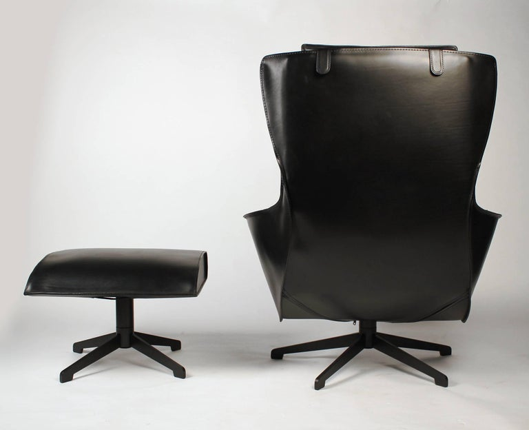 Pair of Mario Bellini Model 423 Cab Lounge Chairs with Swivel Ottoman by Cassina In Excellent Condition For Sale In Dallas, TX