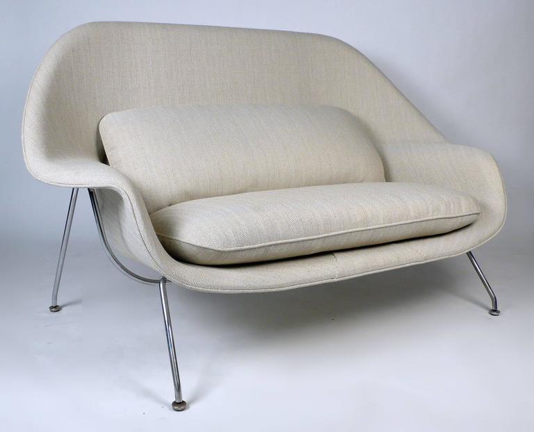 Mid Century Modern Womb Sofa By Eero Saarinen For Knoll