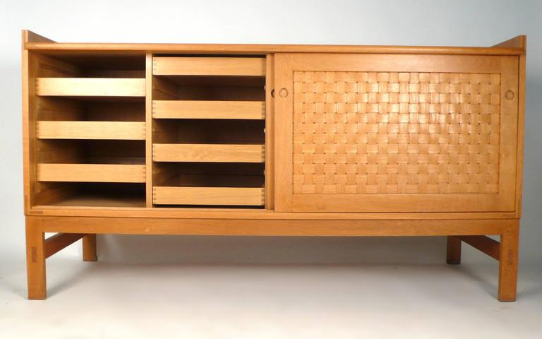 Danish Modern Woven Face Oak Sideboard In Excellent Condition For Sale In Dallas, TX