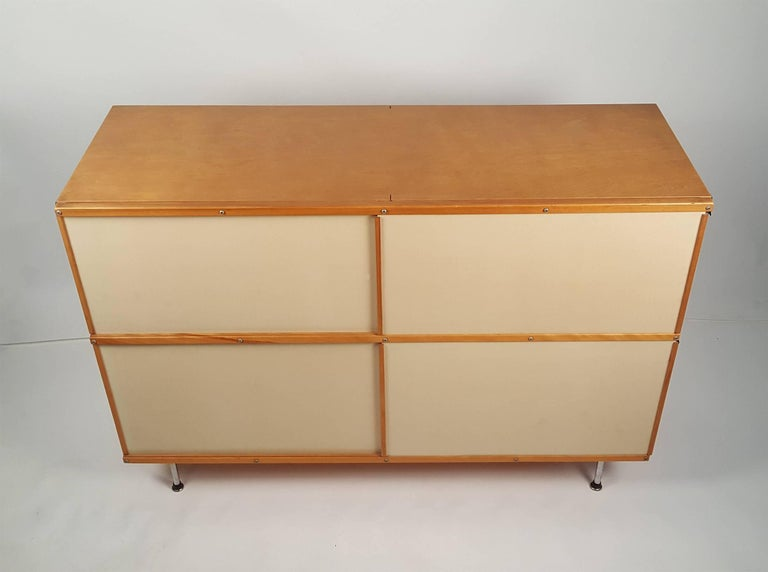 Mid-Century Modern 1950s Charles & Ray Eames ESU 200 Storage Unit Credenza for Herman Miller For Sale