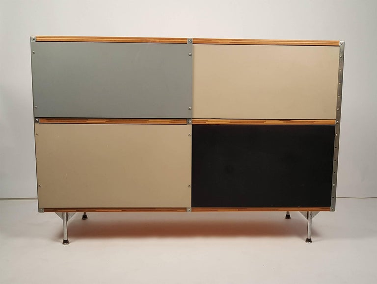 1950s Charles & Ray Eames ESU 200 Storage Unit Credenza for Herman Miller In Excellent Condition For Sale In Dallas, TX