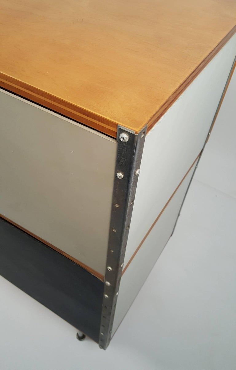 1950s Charles & Ray Eames ESU 200 Storage Unit Credenza for Herman Miller For Sale 2