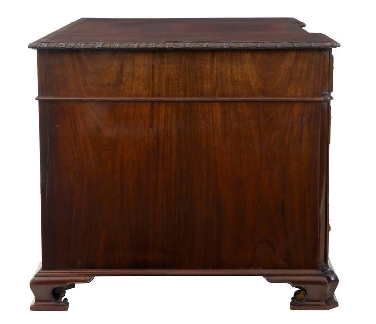 Schöner Mahagoni-Schreibtisch auf Postamenten, Hobbs & Co, Frühes 20. Jahrhundert 4