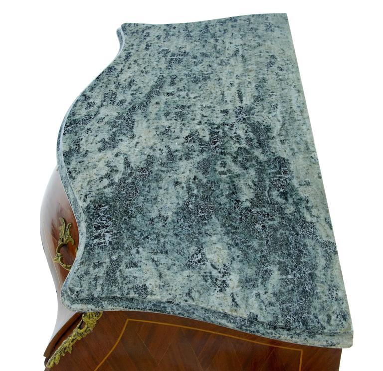 Konische Kommode aus Mahagoni und Veilchenholz mit Marmorplatte, um 1950 4