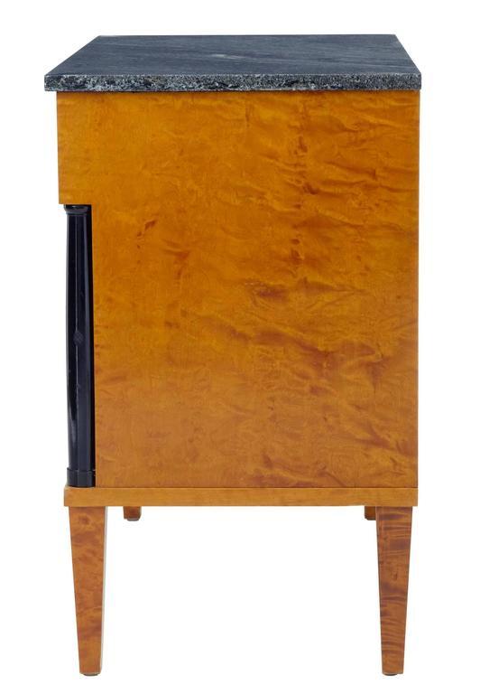 Goldfarbene Birkenkommode mit Marmorplatte, 1960er Jahre 3