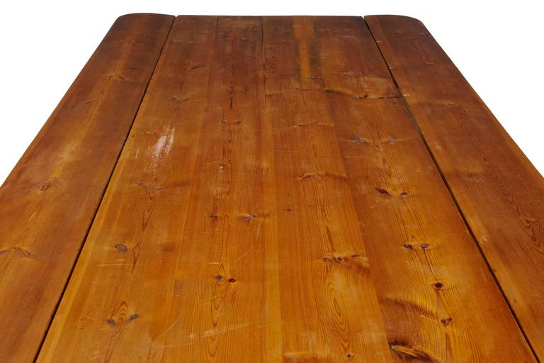 European Massive Early 20th Century Pine Drop-Leaf Table For Sale