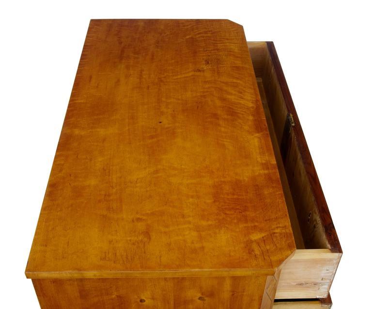 Hohe Qualität, 19. Jahrhundert, Birken-Kommode mit Schubladen 6