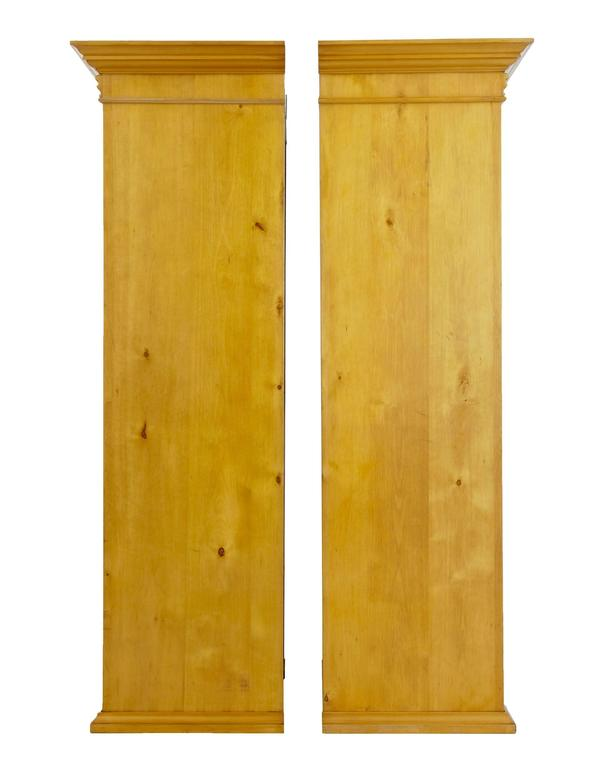 Paar Vitrinenschränke aus Birkenholz, Anfang des 20. Jahrhunderts 3