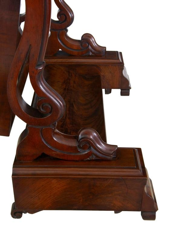 Woodwork 19th Century Early Victorian Mahogany Vanity Mirror For Sale