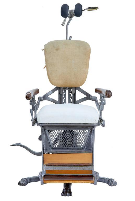 Victorian 19th Century American Decorative Cast Iron Dentist Chair For Sale