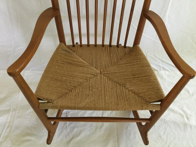Scandinavian Hans Wagner Rocking Chair J16 with Rush Seat For Sale
