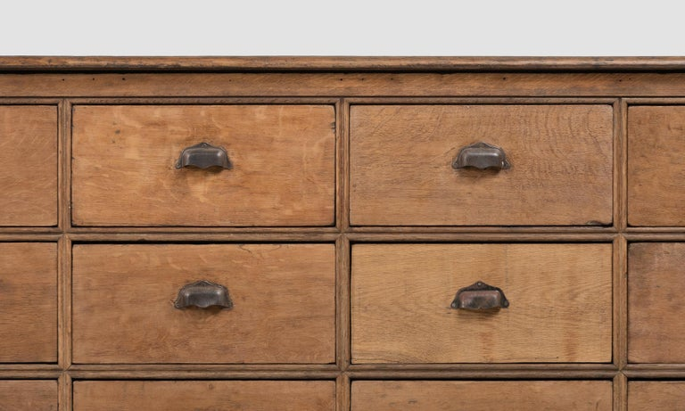 Oak Bank of Drawers, England, circa 1900 In Good Condition For Sale In Culver City, CA