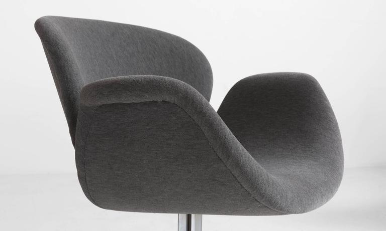 Pair of Pierre Paulin Tulip Chairs 4