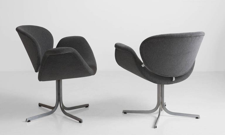 Pair of Pierre Paulin Tulip Chairs 3