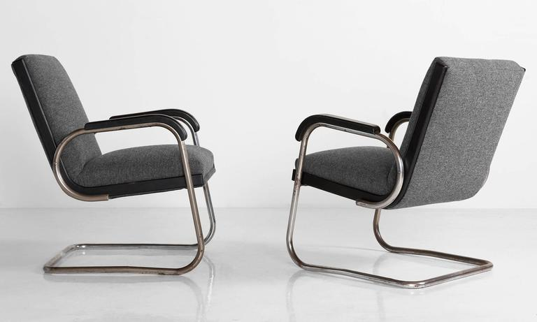 Pair of Cantilever Armchairs by Thonet, circa 1930 3