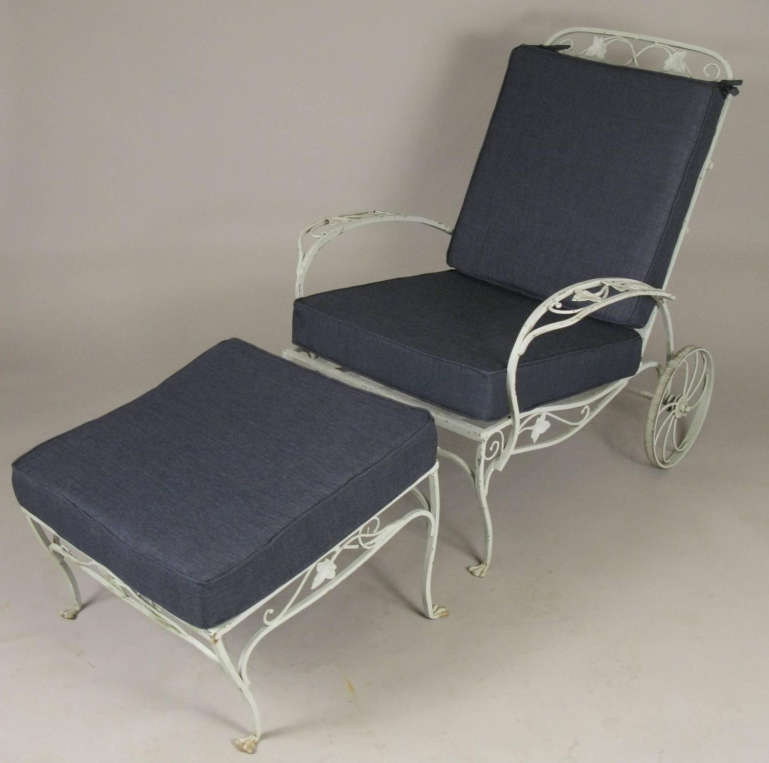 pair of vintage wrought iron adjustable lounge chairs and ottomans by salterini for sale at 1stdibs. Black Bedroom Furniture Sets. Home Design Ideas