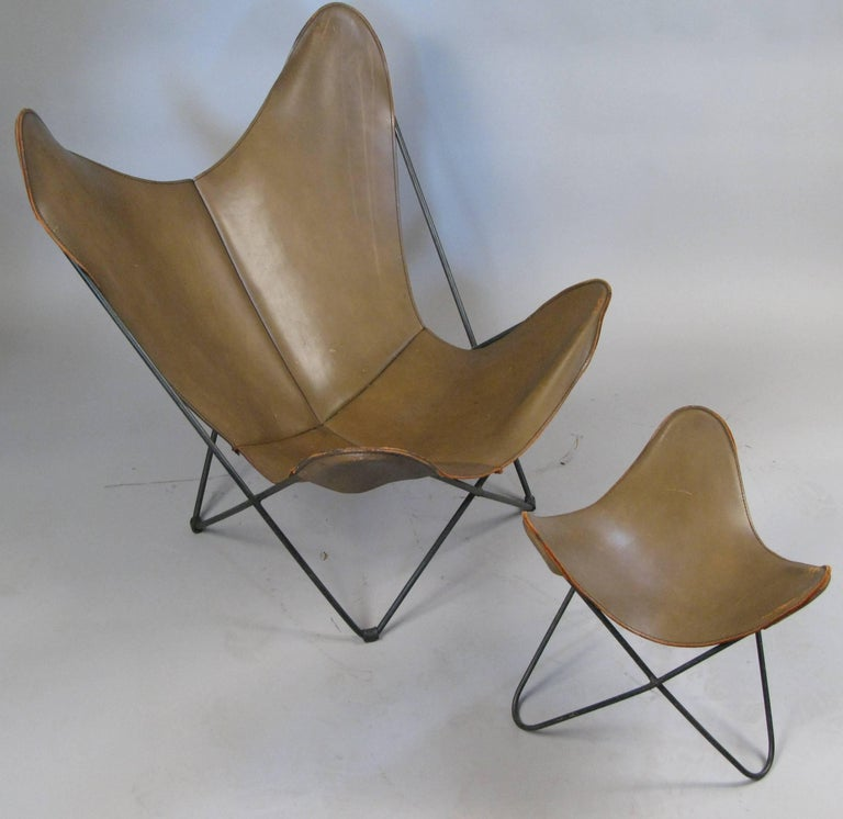 leather butterfly lounge chair and ottoman by hardoy for knoll for sale at 1stdibs. Black Bedroom Furniture Sets. Home Design Ideas