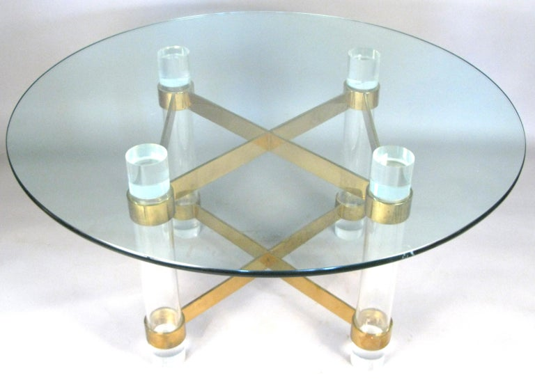 A very well made vintage 1970s round dining table by Charles Hollis Jones, with a base formed with 5
