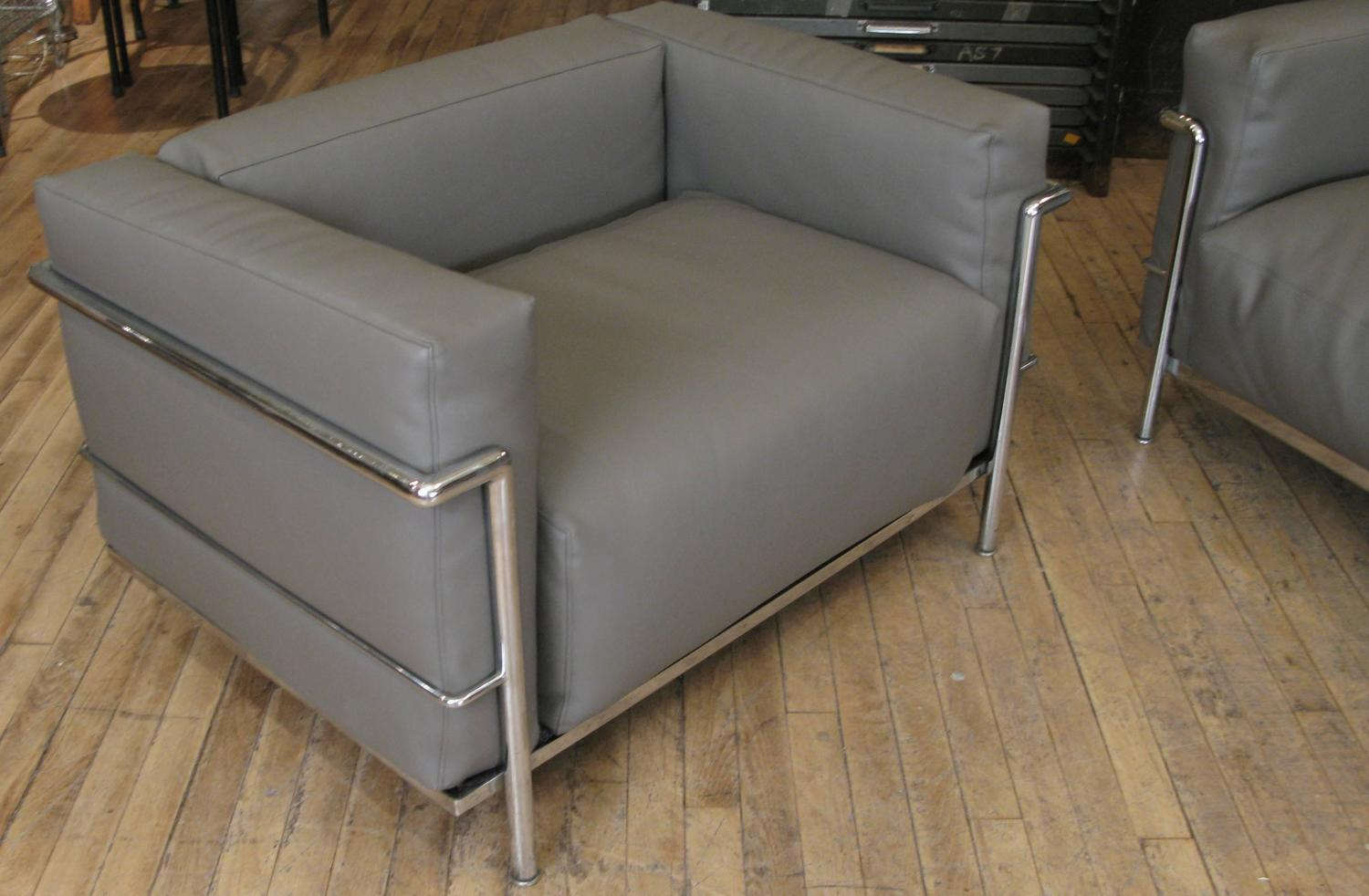 Vintage italian corbusier sofa and grand confort lounge for Sofas gran confort