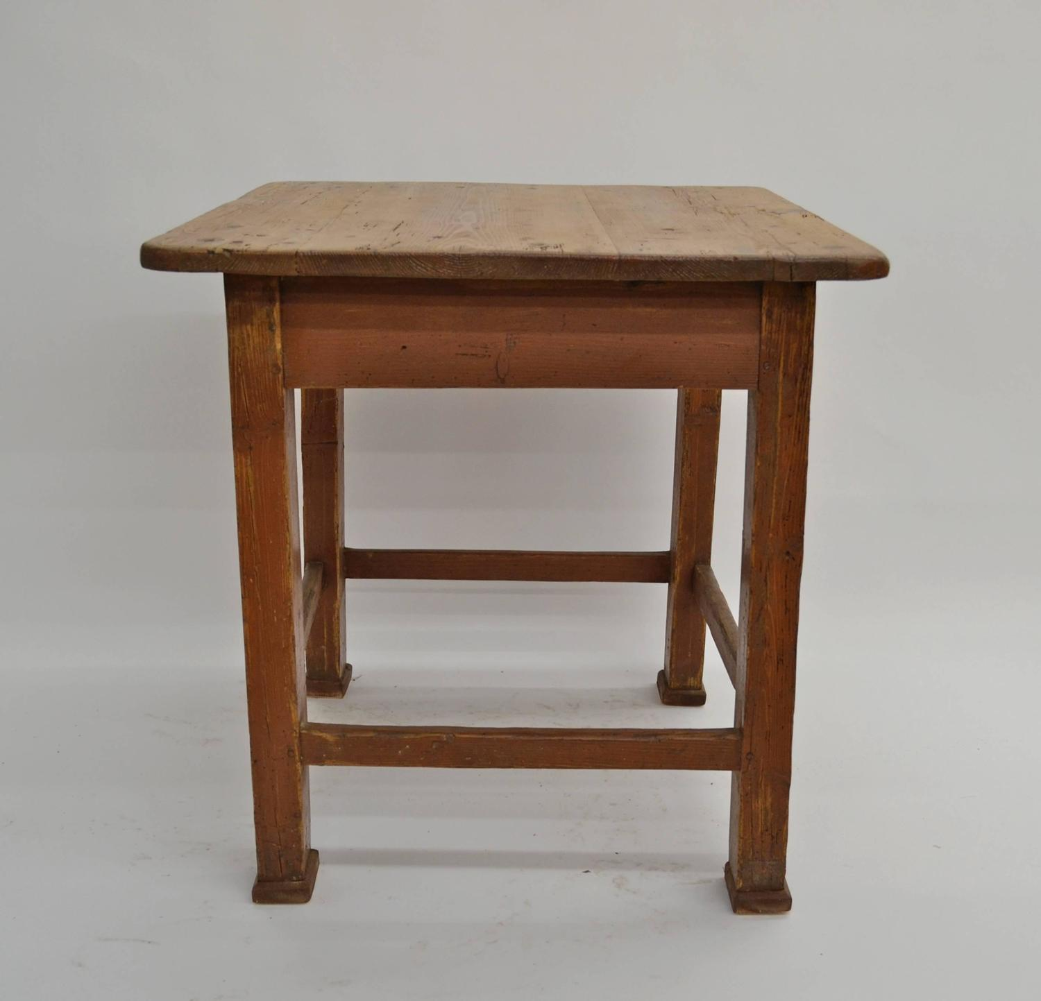 pine painted end table for sale at 1stdibs. Black Bedroom Furniture Sets. Home Design Ideas