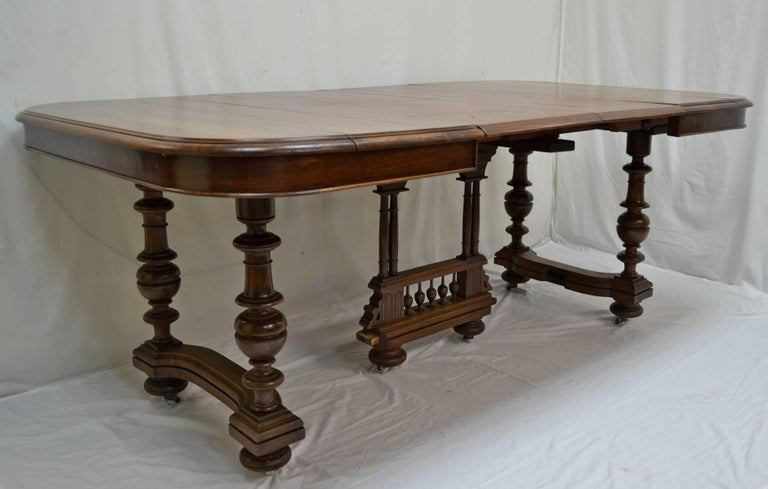 English Victorian Walnut Dining Table with Two Pine Leaves  : ARWal10master from www.1stdibs.com size 768 x 489 jpeg 46kB