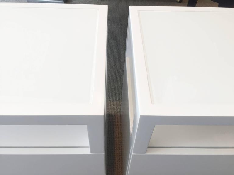 Contemporary Pair of White Lacquer, Lucite and Glass Nightstands by Cain Modern For Sale