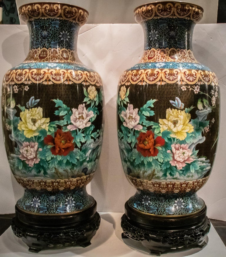 Pair of Large Chinese Cloisonne Enamel  Vases on Stand For Sale 6