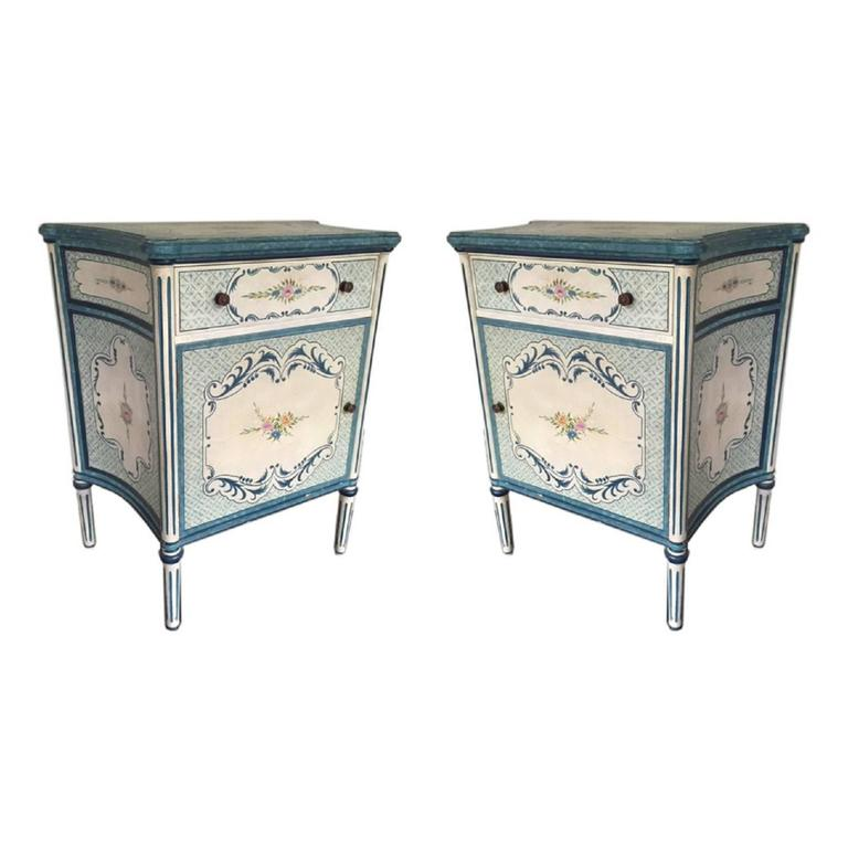 Superbe Pair Of French Provincial Style Hand Painted Side Table Commodes